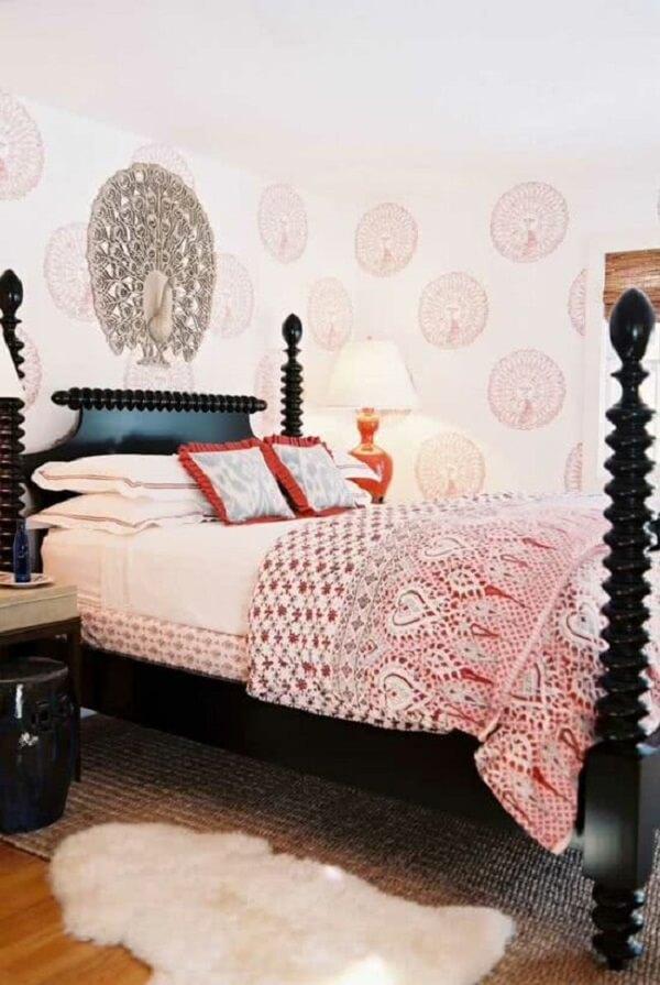 A decoração indiana aparece em diversos detalhes do quarto. Fonte: Pinterest