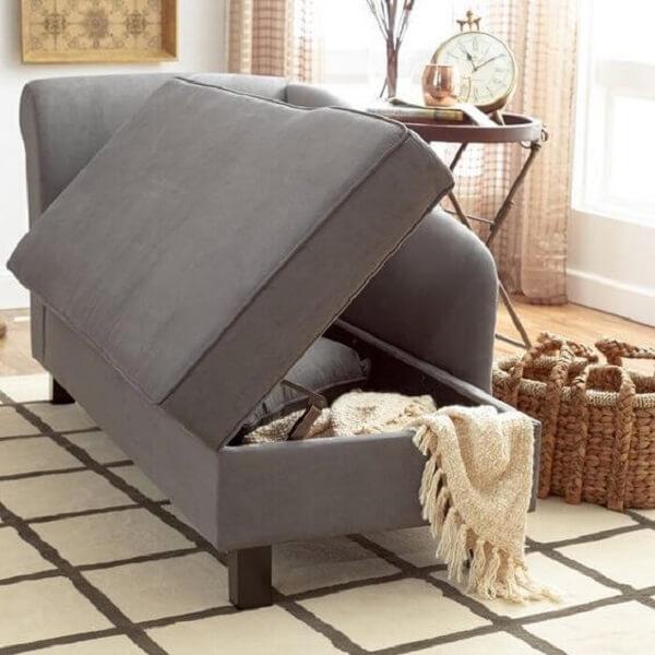 A poltrona divã chaise com estrutura de baú é perfeita para guardar itens. Fonte: Birchlane