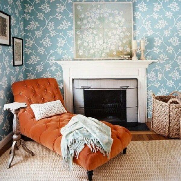 A poltrona divã laranja traz um UP para a decoração. Fonte: Pinterest
