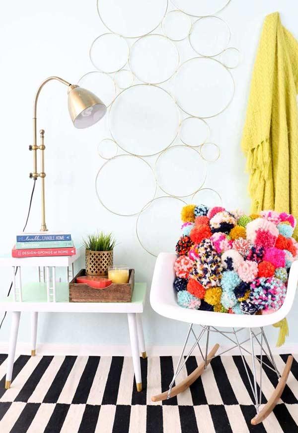 Almofadas divertidas com tecido colorido