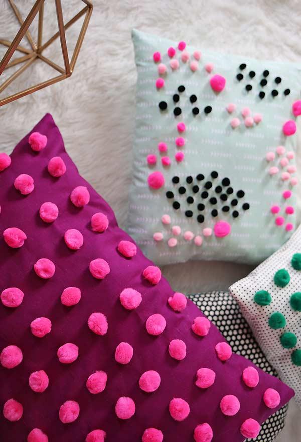 Almofadas divertidas e coloridas para sala de estar