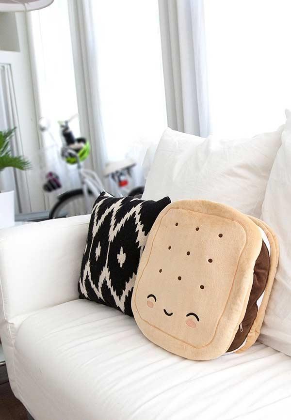 Almofadas divertidas para sala de estar clean