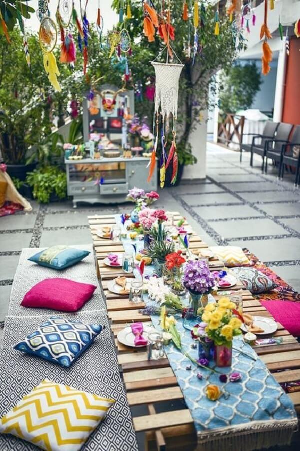 Almofadas e futons se destacam na decoração indiana. Fonte: Pinterest