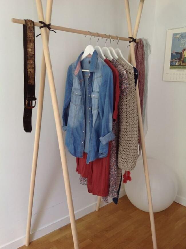 Arara cabideiro de madeira simples. Fonte: Pinterest