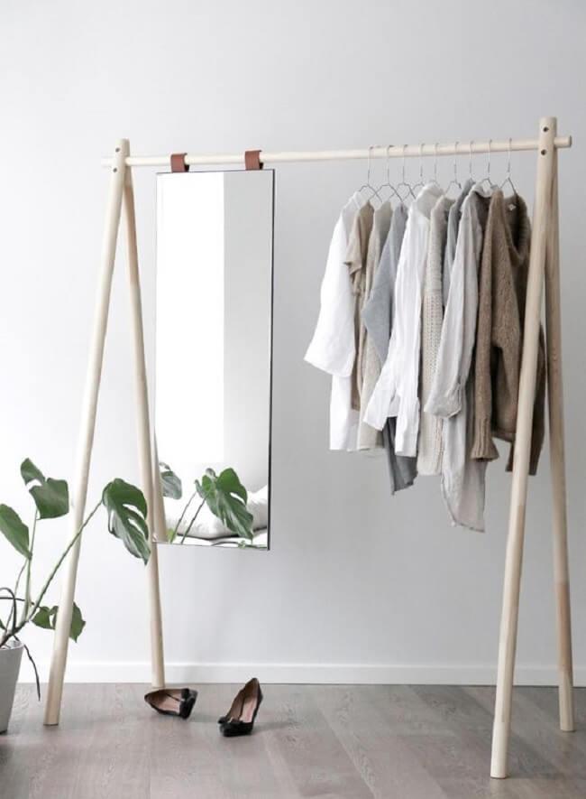 Arara de madeira com espelho. Fonte: Pinterest