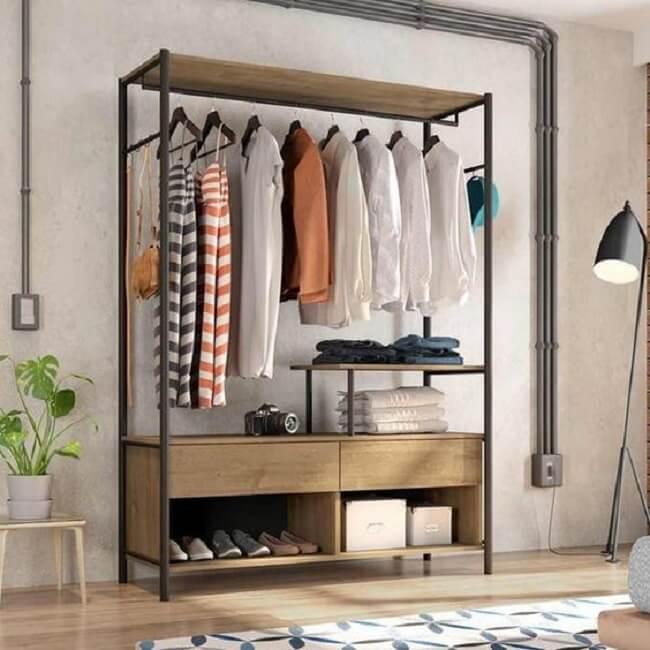 Arara de madeira com gaveta e nichos. Fonte: Pinterest