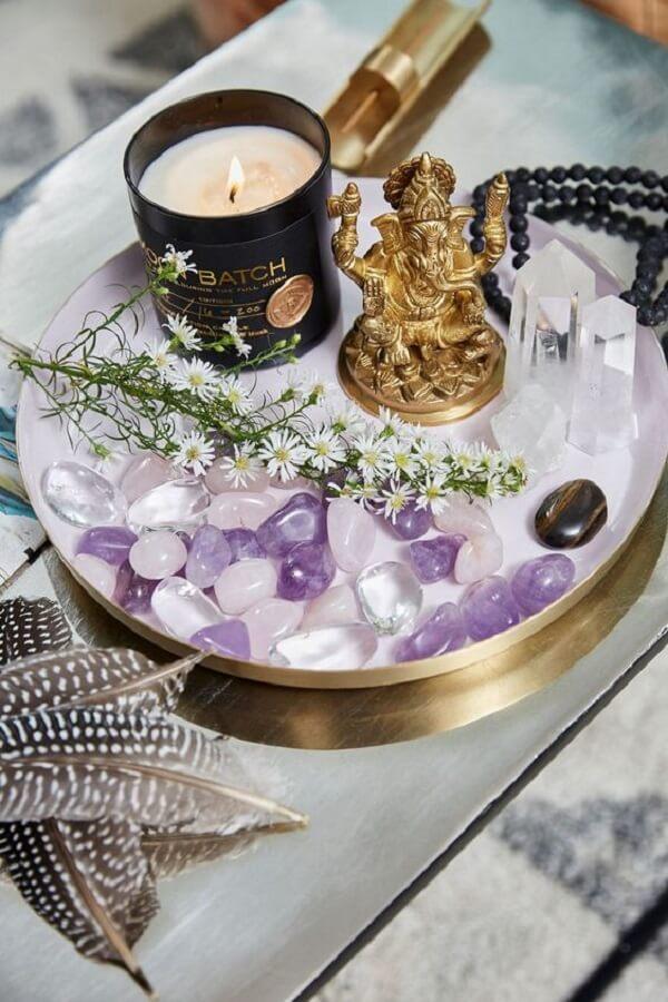As velas aromáticas decoram e perfumam os ambientes com decoração indiana. Fonte: DSoul Zen