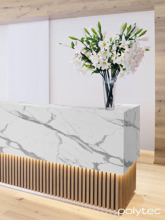 Balcão de mármore e madeira para sala de espera luxuosa