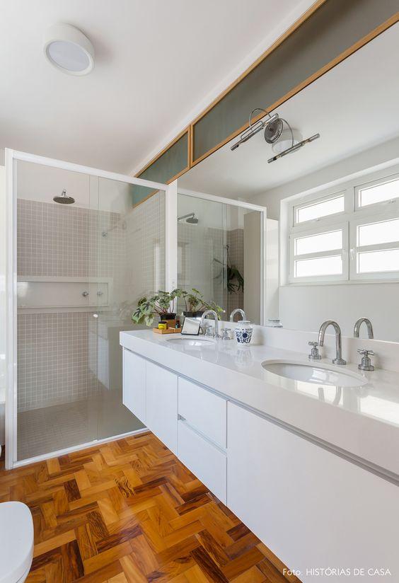 Banheiro moderno com silestone branco na pia