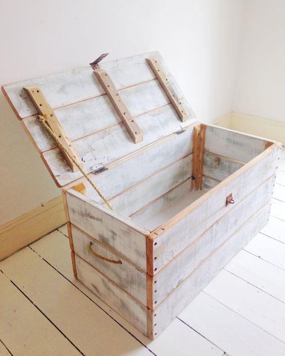 Bau de madeira rustica para quarto