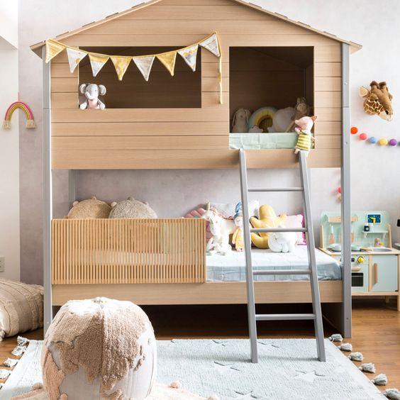 Beliche de madeira em formato de casinha