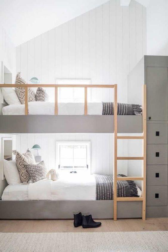 Beliche de madeira planejada na cor cinza -