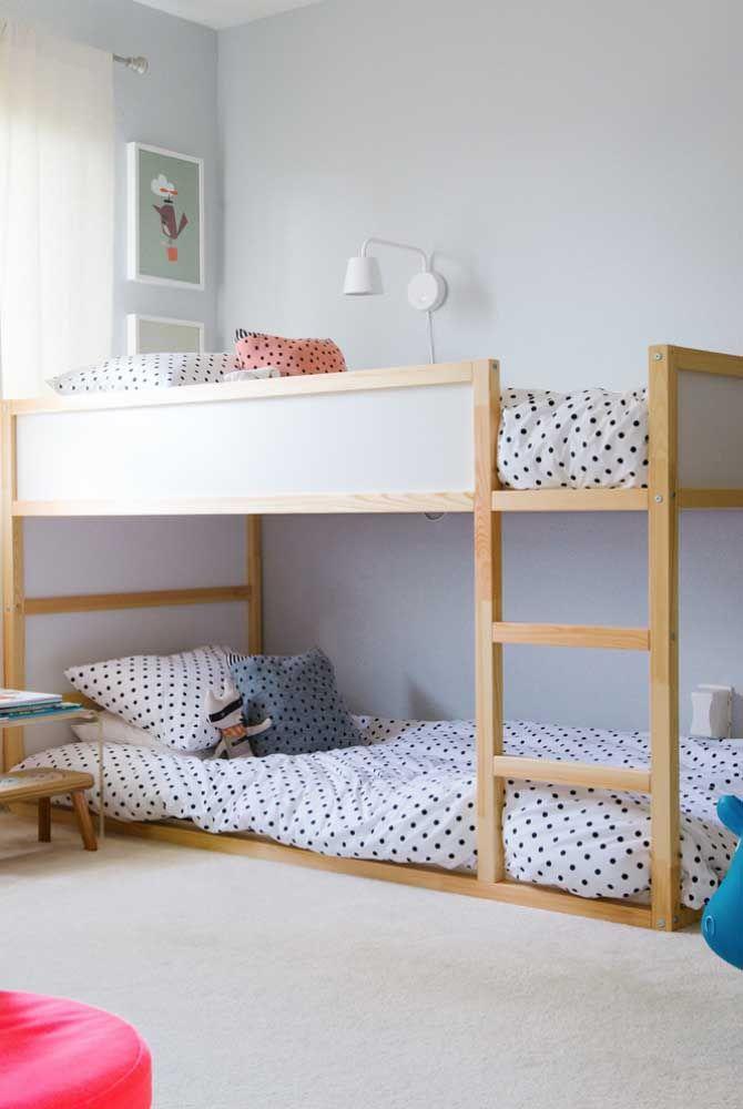 Beliche de madeira simples para quarto infantil