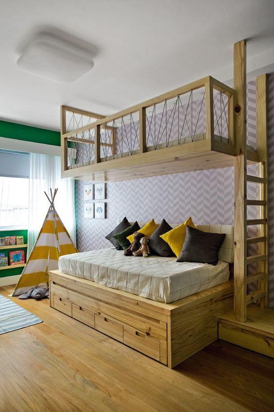 Beliche de madeira temático com gavetas abaixo da cama