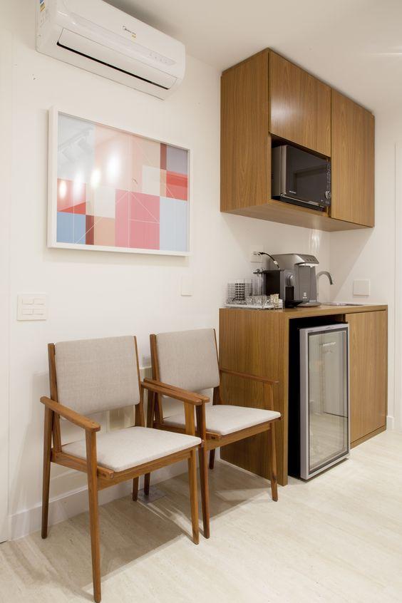 Cadeiras para sala de espera com aparador para café