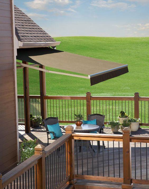 Casa do campo com toldo para varanda