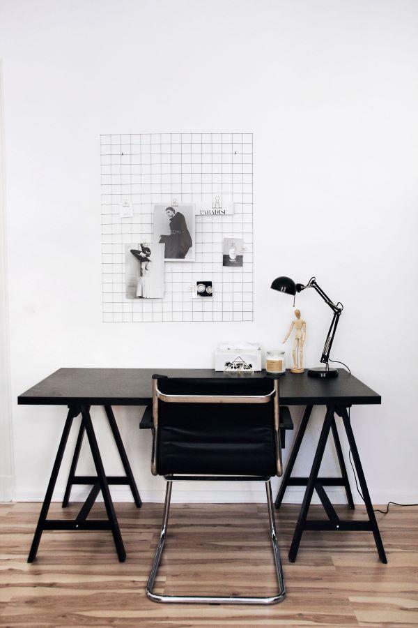 Cavalete preto para escrivaninha