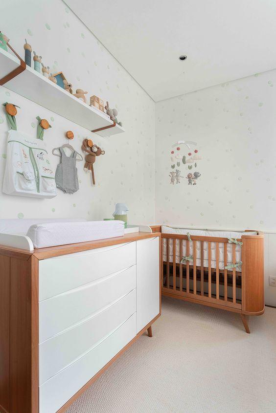 Cômoda com cabideiro para quarto de bebe de madeira e branco