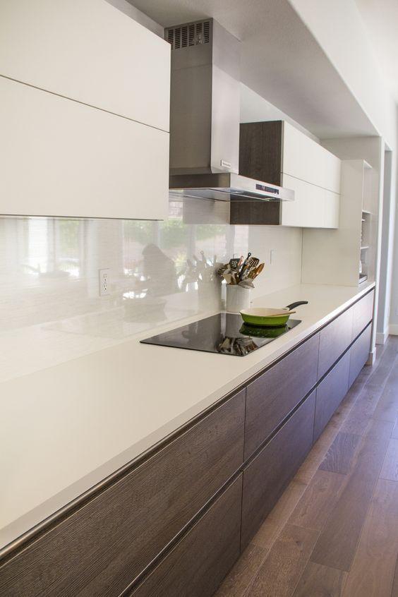 Cozinha com pedra para bancada de quartzo