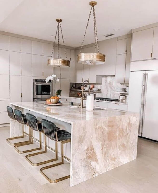 Cozinha sofisticada decorada com pedra para bancada de mármore para ilha