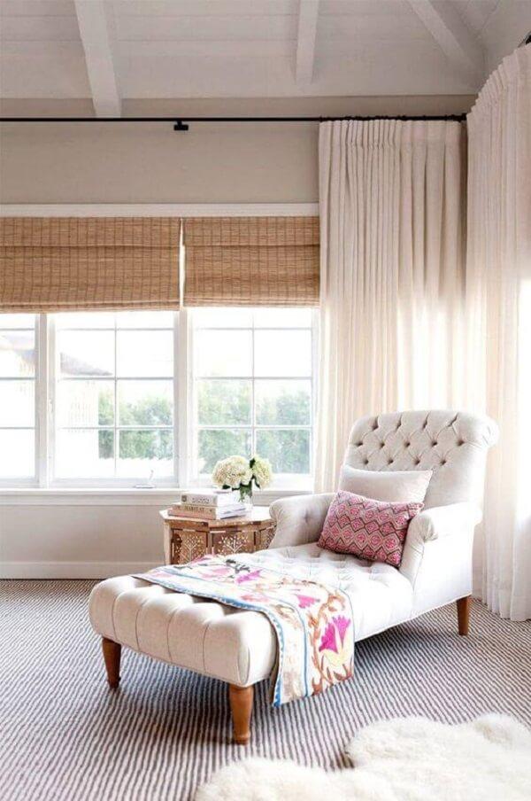 Crie um cantinho da leitura e inclua a poltrona divã para quarto. Fonte: My Domaine