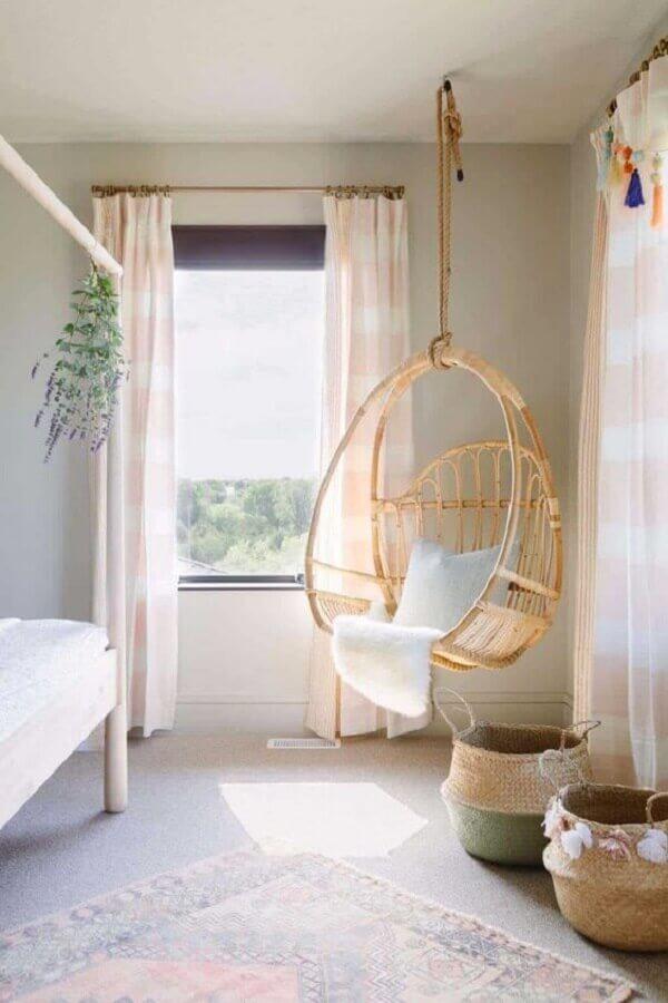 Decoração com cadeira de balanço suspensa para quarto simples  Foto One Kindesign