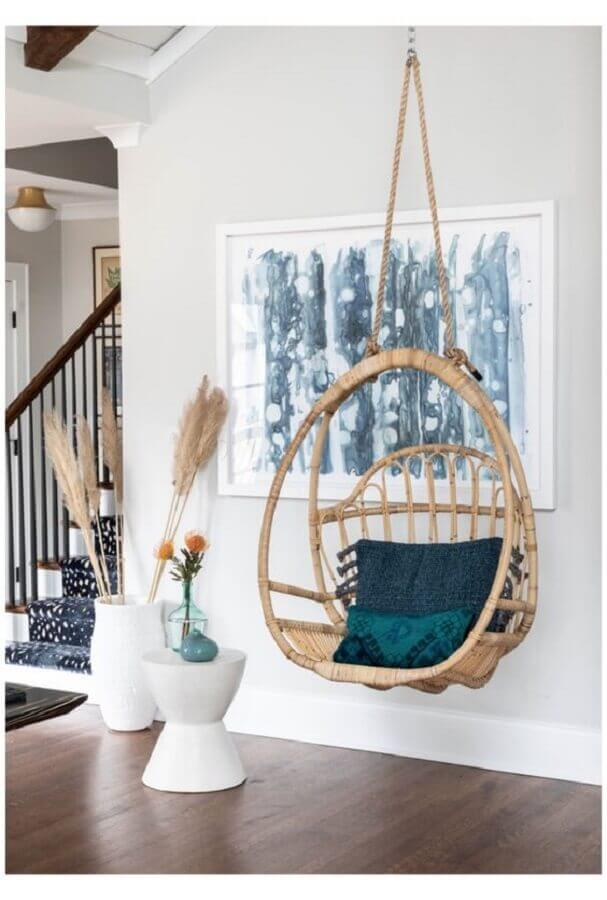 Decoração com cadeira de balanço suspensa para sala branca Foto Pinterest
