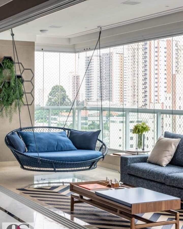 Decoração com cadeira de balanço suspensa para varanda de apartamento moderno Foto Pinterest