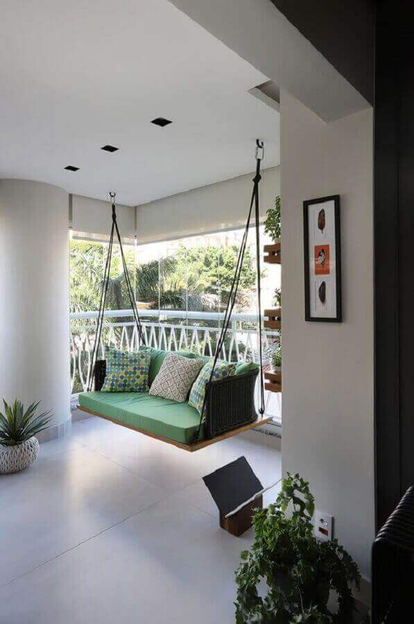 Decoração com cadeira de balanço suspensa para varanda grande Foto Casa de Valentina