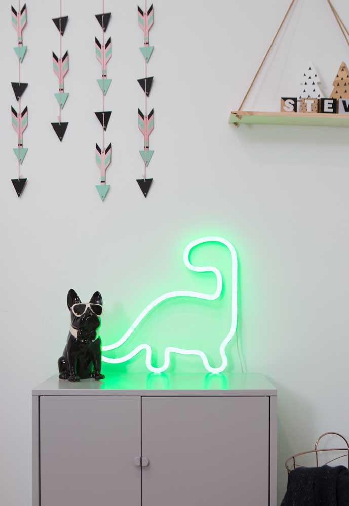 Decoração com luz neon verde em formato de dinossauro