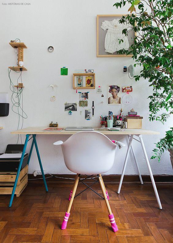 Decoração criativa com cavalete de madeira