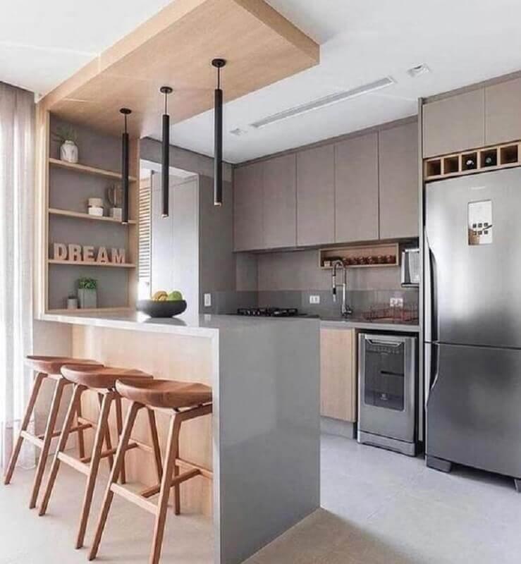 Decoração de cozinha estilo americana cinza com madeira Foto Jeito de Casa
