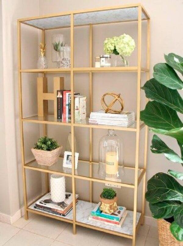 Decore e organize o ambiente com a estante de vidro. Fonte: Pinterest
