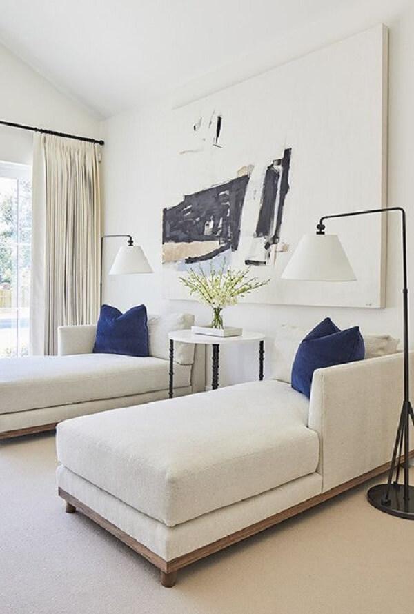 Dependendo do tamanho do ambiente é possível mais de uma poltrona divã. Fonte: Pinterest