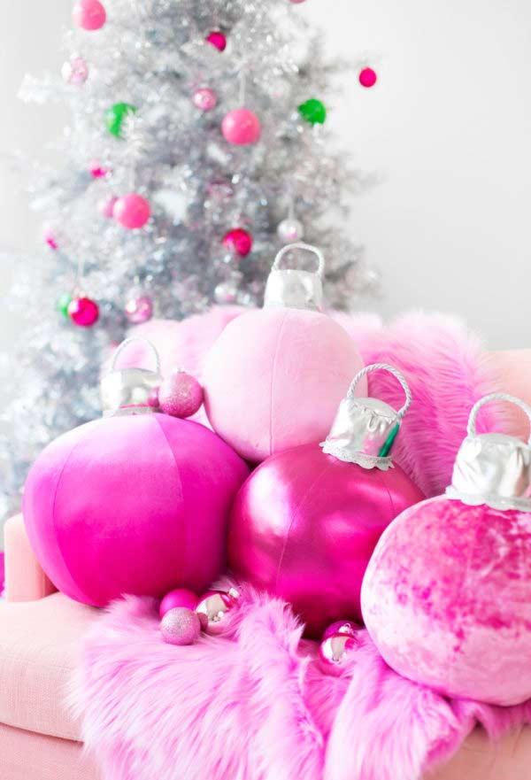 Festa de natal decorada com almofadas divertidas