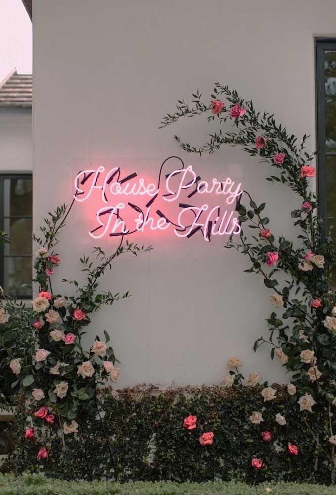 Festa decorada com luz neon