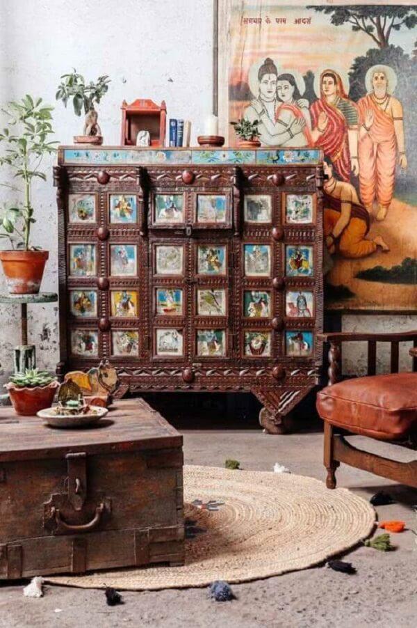 Garimpe móveis em antiquários que imprimem o estilo de decoração indiana. Fonte: Pinterest
