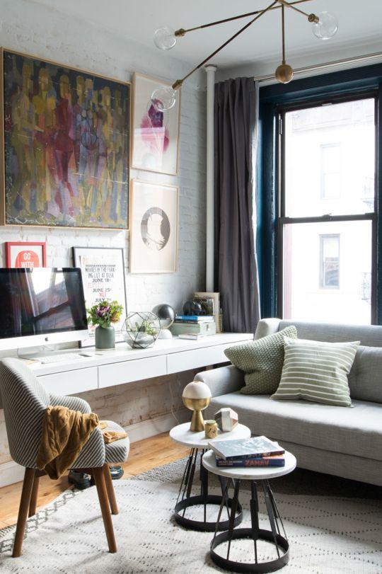 Home office na sala moderna com escrivaninha branca
