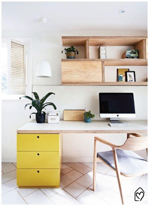 Home office planejado na sala de estar