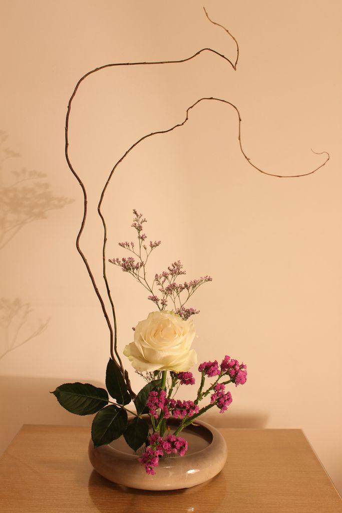 Ikebana para sala com vaso cinza