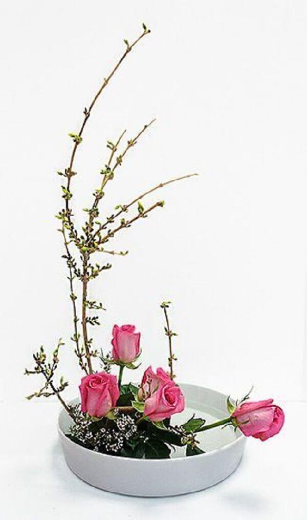 Ikebana rosa para decoração moderna