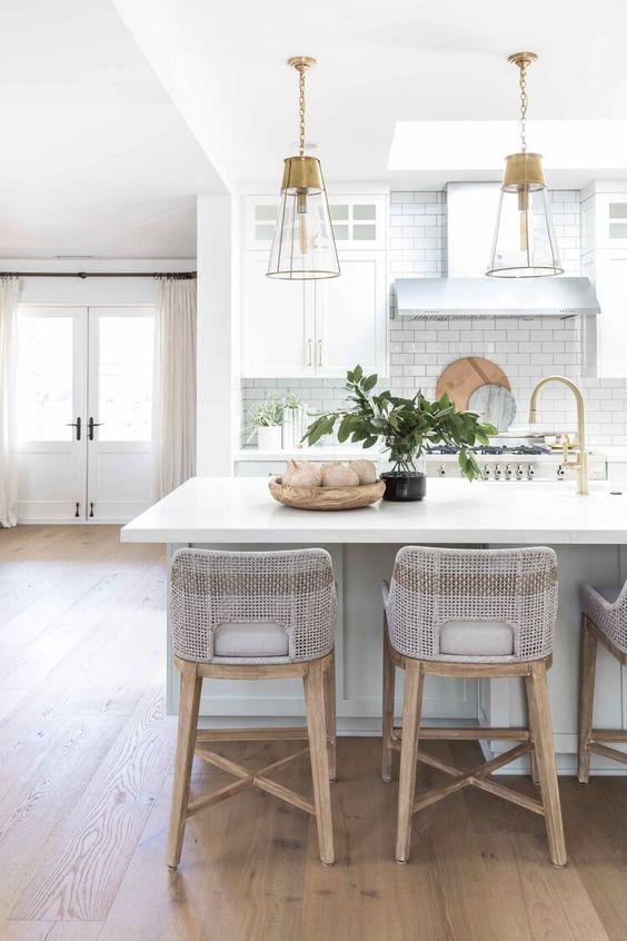 Ilha de cozinha com silestone branco