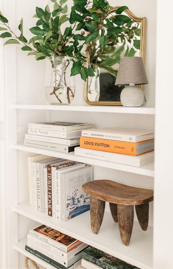 Livros são os melhores enfeites para estante