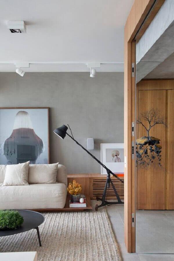 Luminária de chão moderna para sala de estar decorada com parede de cimento queimado