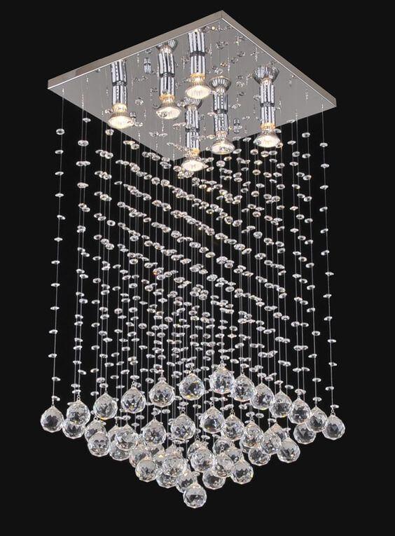 Lustre quadrado com cristais na decoração de casa