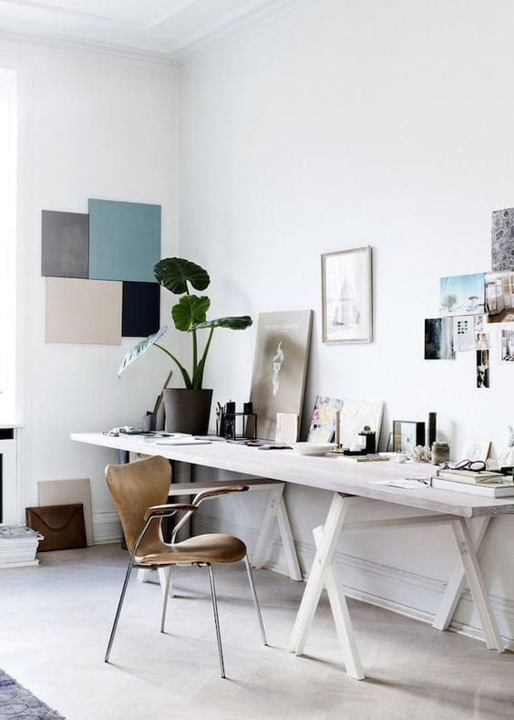 Mesa cavalete branca para sala artística
