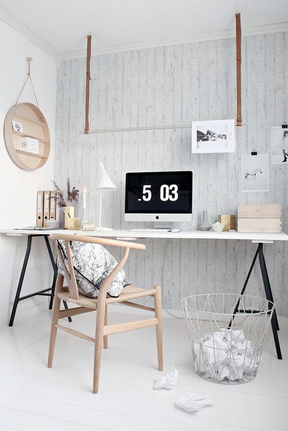Mesa cavalete de ferro com tampo branco