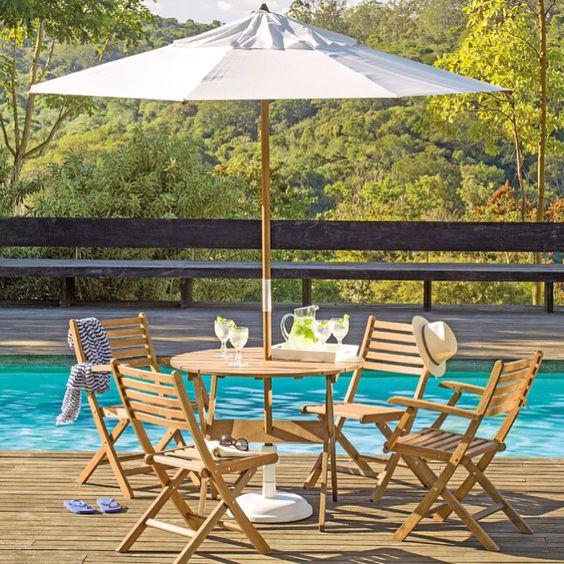 Mesa com guarda sol para piscina