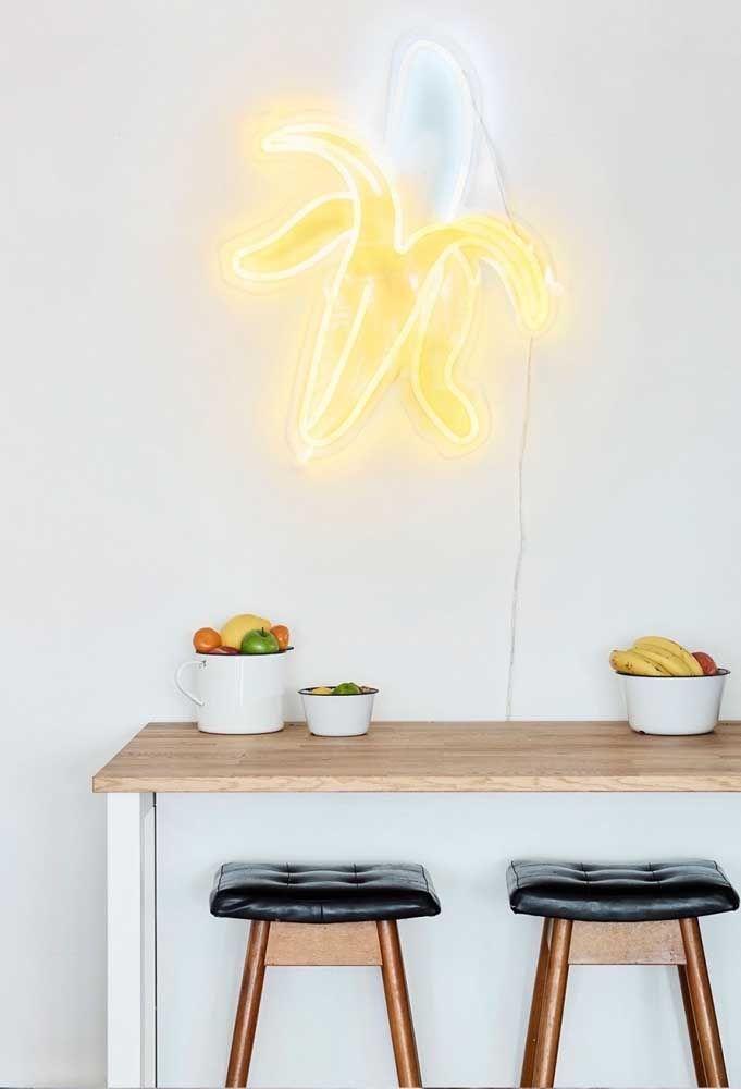 Mesa de cozinha decoração com iluminação neon