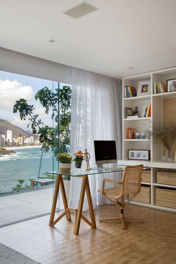 Mesa de escritório de vidro com pé de cavalete